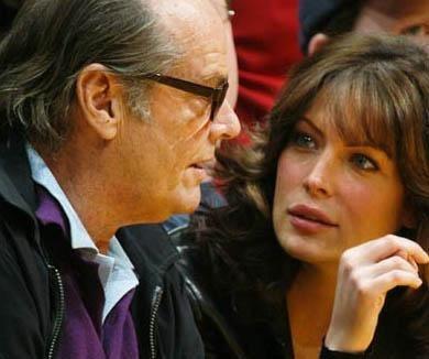 Jack Nicholson bir ara kendisindeh 32 yaş küçük Lara Flynn Boyle ile birlikteydi.